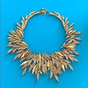 Jewelry - NWOT FEATHER statement necklace